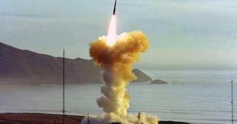 Баллистическая ракета США провалила испытания и взорвалась над Тихим океаном