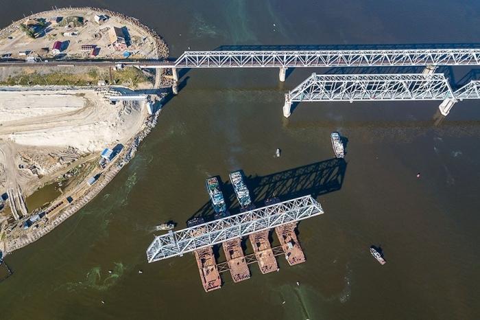 На строительстве нового железнодорожного моста через Дон завершён монтаж пролётов