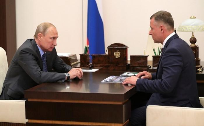 Владимир Путин провёл рабочую встречу сглавой МЧС Евгением Зиничевым