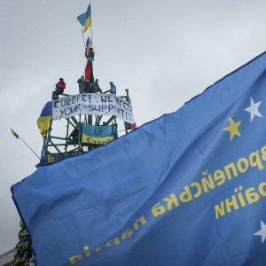 Киев отложил соглашение с ЕС так же, как предлагал Янукович