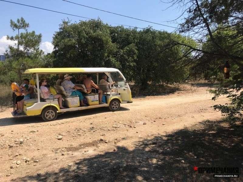 Крым: в парке Победы за миллиард рублей работает одинокий гастарбайтер