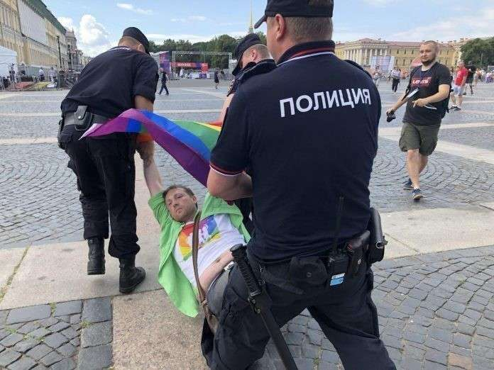 Петербург: полиция очень нежно гоняла чересчур политизированных гомосеков
