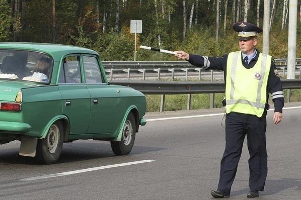 ДПС стали штрафовать за мигание дальним светом, пользуясь неграмотностью водителей