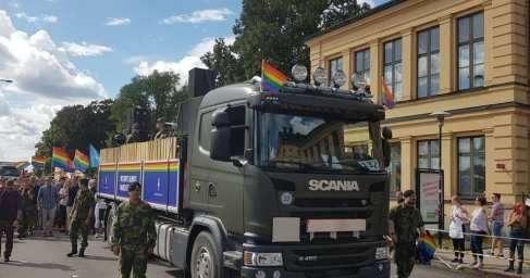Дебильные власти Швеции обязали выйти на гей-парад военных, полицейских исотрудников МИД