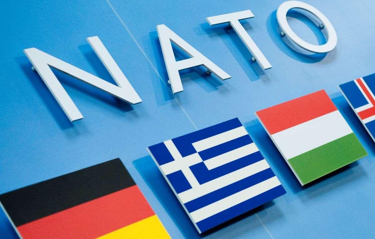 Период лицемерного заигрывания НАТО с Россией закончен