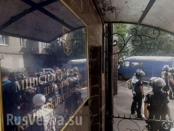 Боевики «Торнадо» забаррикадировались в киевском СИЗО, спецназ готовится к штурму | Русская весна