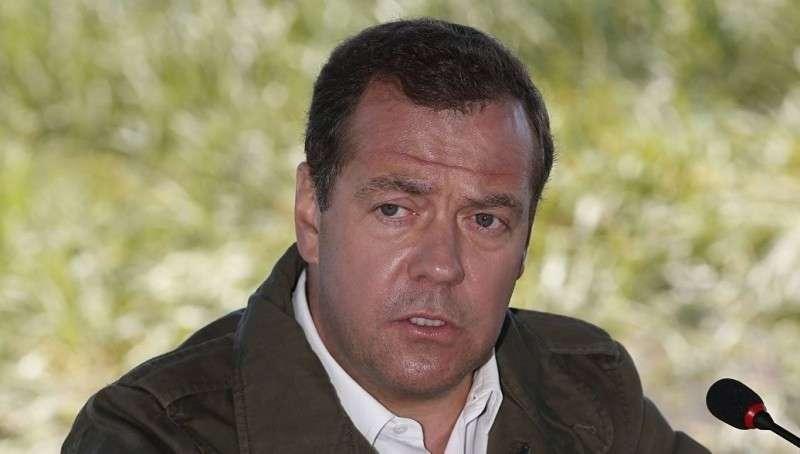 Премьер Медведев: усиление санкций означает объявление торговой войны России