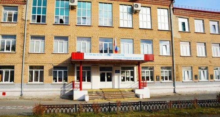 Директора уволили после отказа собирать с родителей учеников долги по ЖКХ