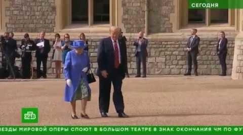 Королева – не настоящая! Этикету не знает