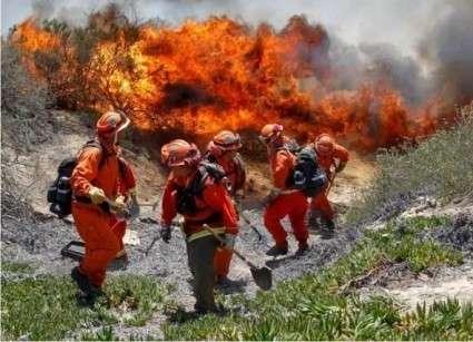 США, Калифорния: На тушение пожаров согнали тысячи заключённых, платят как рабам