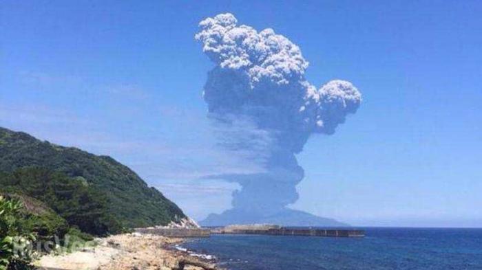 В Японии ждут катастрофического извержения вулкана на острове Кутиноэрабу