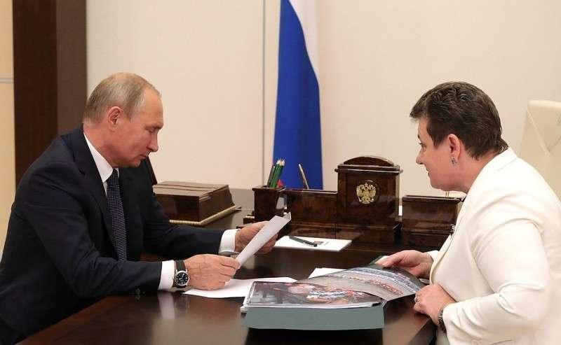 Сгубернатором Владимирской области Светланой Орловой.