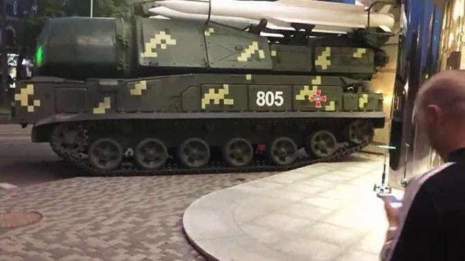В Киеве ЗРК «Бук» протаранил торговый центр