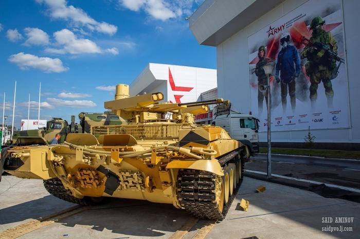 Армия-2018. Часть экспозиции занесколько дней дооткрытия