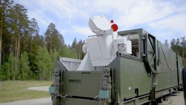 Боевой лазерный комплекс на позиции, излучатель в боевом положении