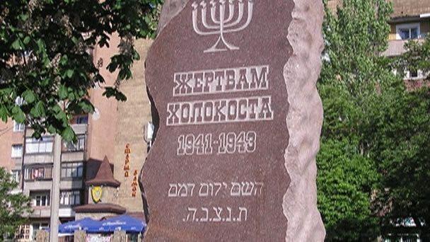 Почему в России за обсуждение числа жертв Холокоста судят, а за открытый фашизм – нет?
