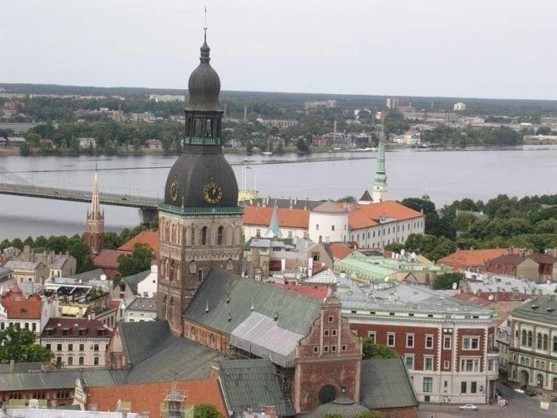 Русофобия и евроинтеграция довели Латвию до экономического краха