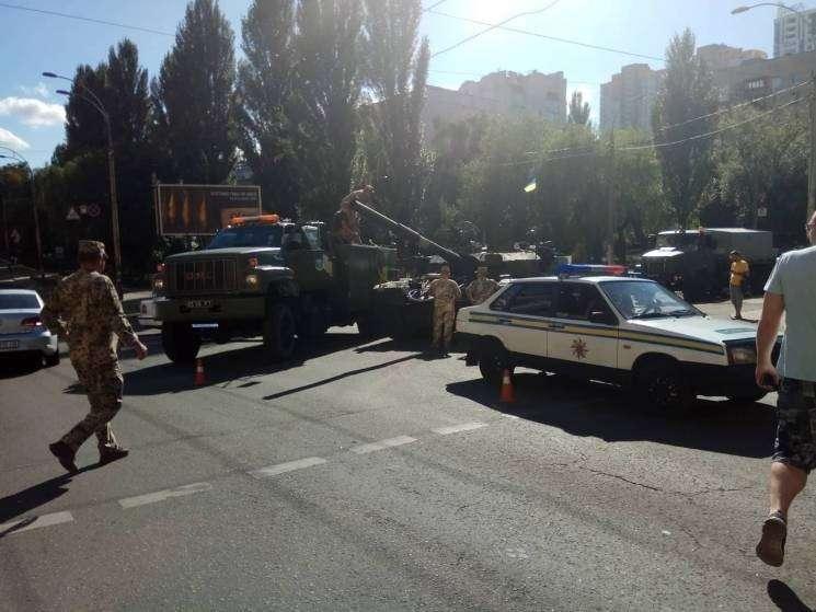 В Киеве после инцидента с ЗРК «БУК» на репетиции парада заглох и задымился танк