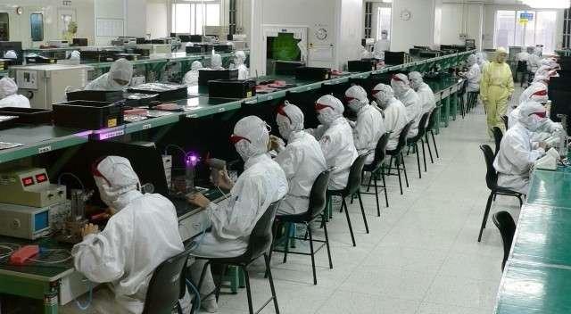 Рабочие на фабрике в Шэньчжэне