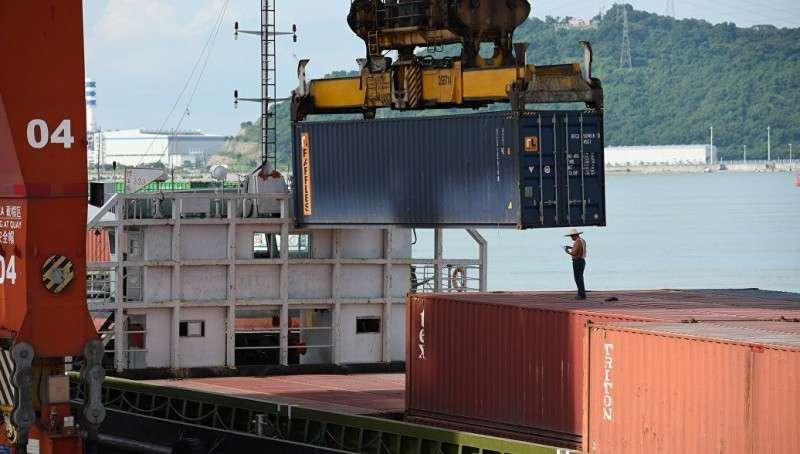 Китай ударил ответными пошлинами по американским товарам