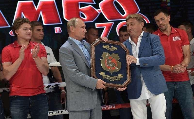 НаIX Международном турнире попрофессиональному боевому самбо «Плотформа S-70». Сгенеральным директором центра спорта иобразования «Самбо-70» Ренатом Лайшевым.