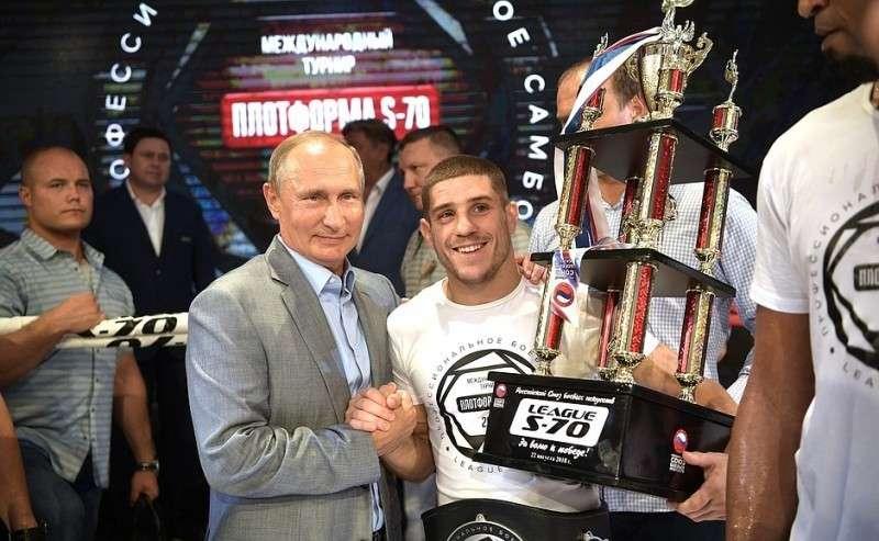 Нацеремонии награждения победителей IX Международного турнира попрофессиональному боевому самбо «Плотформа S-70».