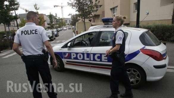 ПодПарижем террорист сножом напал напрохожих, есть жертвы (+ФОТО, ВИДЕО) | Русская весна