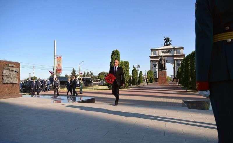 Вовремя посещения мемориального комплекса «Курская дуга».