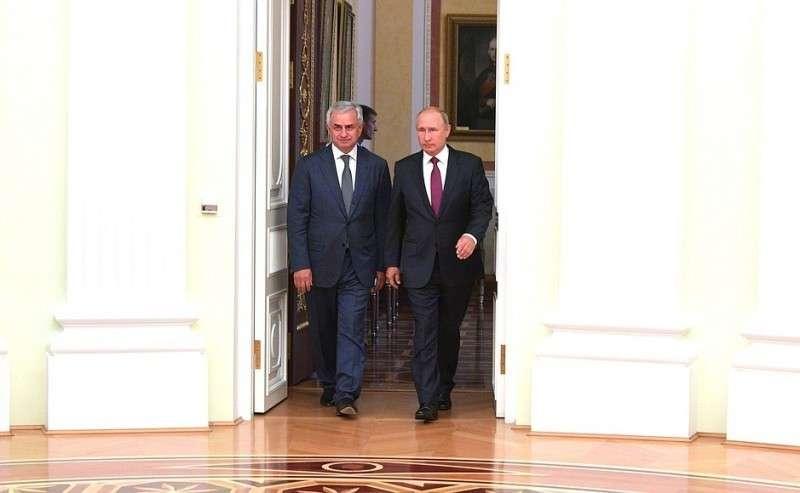 СПрезидентом Республики Абхазия Раулем Хаджимбой.