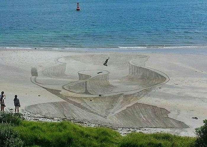 Оригинальный объемный рисунок на песке.