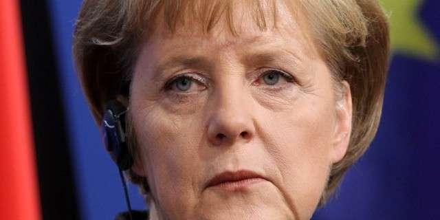 Немецкая фрау грозит немощным пальчиком