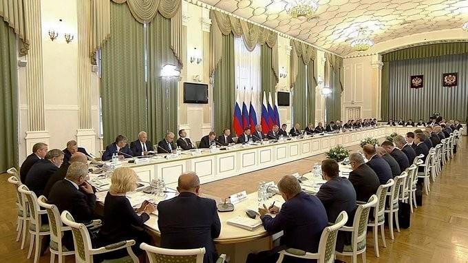 Владимир Путин провёл заседание комиссии поразвитию ТЭК иэкологической безопасности
