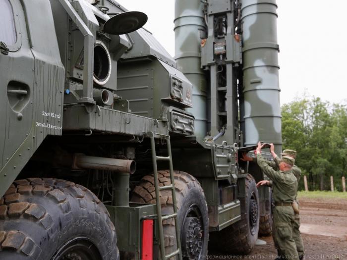 «Алмаз-Антей» досрочно передал Министерству обороны очередной полковой комплект С-400