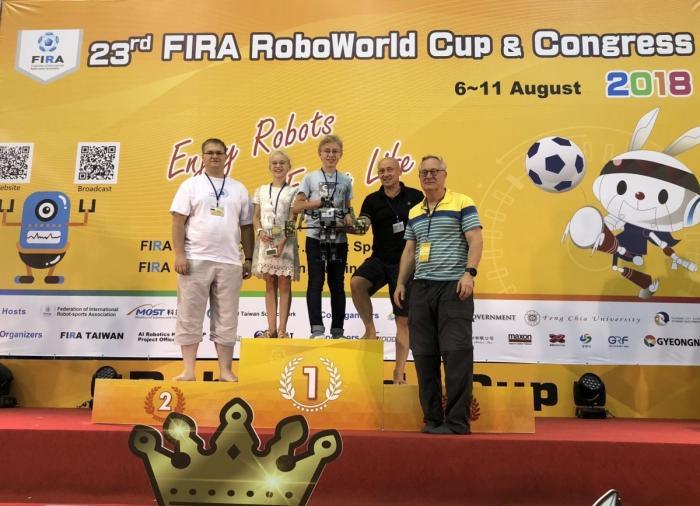 Российские школьники установили мировой рекорд наолимпиаде роботов в Тайване