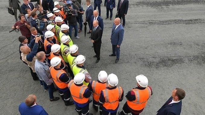 Владимир Путин посетил угольный разрез «Черниговец» и пообщался с рабочими