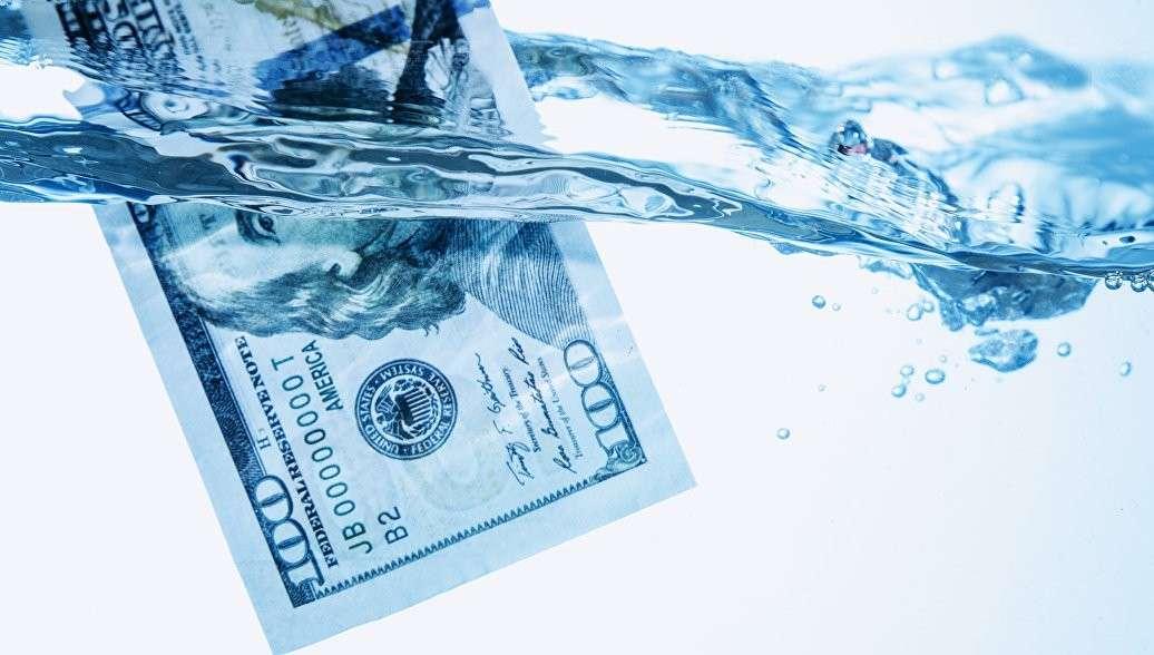 Американский аналитик объяснил, как США своими санкциями подрывают гегемонию доллара