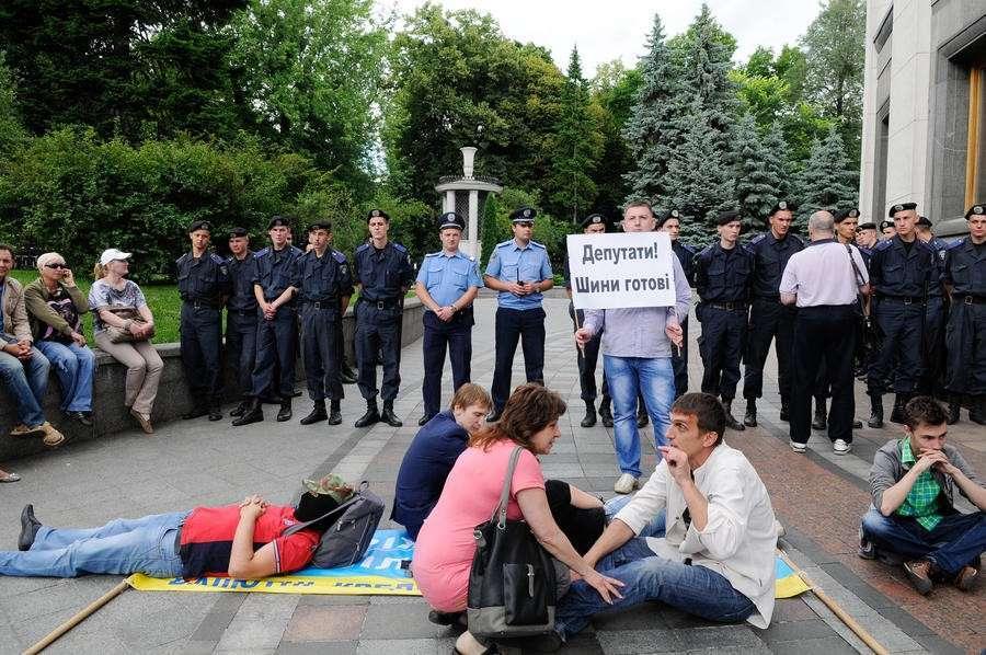Киев приучает население к рабству.