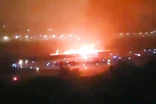 Сочи. После посадки загорелся пассажирский Boeing
