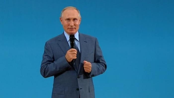 Владимир Путин посетил инновационный образовательный центр «Сириус» в Сочи