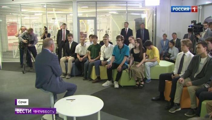 Владимир Путин поделился со школьниками тайнами ведения межгосударственных переговоров