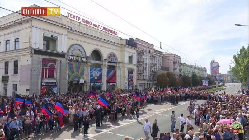 В Донецке 200 тысяч человек пришли проводить Захарченко в последний путь