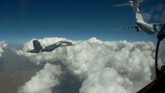 В небе над Средиземным морем Су-30СМ и Ил-78 отработали процесс дозаправки