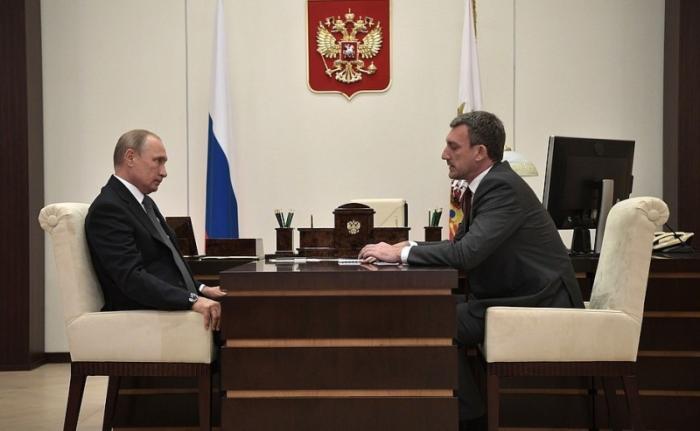 Владимир Путин провёл встречу сврио губернатора Амурской области Василием Орловым