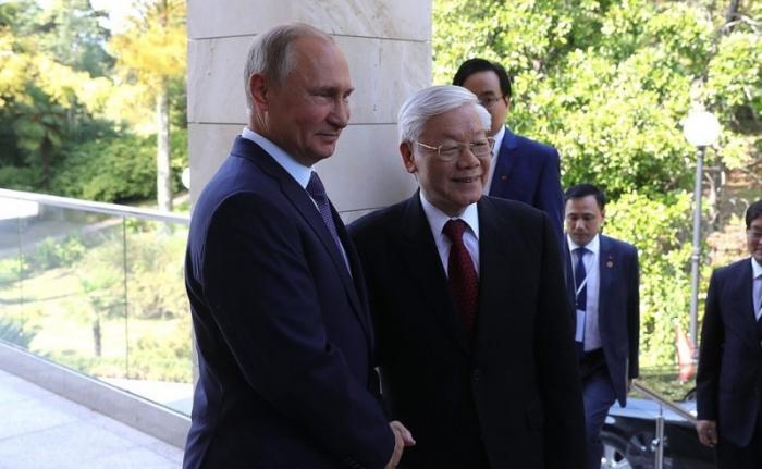 Владимир Путин в Сочи проводит российско-вьетнамские переговоры