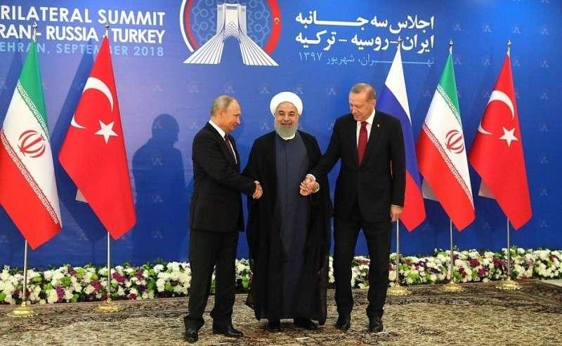 СПрезидентом Ирана Хасаном Рухани (вцентре) иПрезидентом Турции Реджепом Тайипом Эрдоганом.