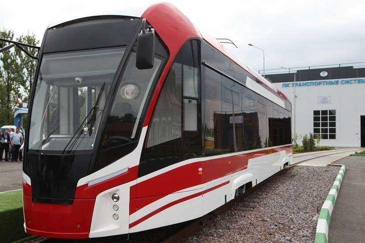 В Петербурге компания «Транспортные системы» представила новый низкопольный трамвай