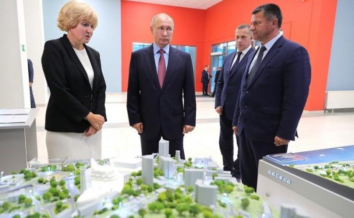 Осмотр Владимиром Путиным проекта музейного итеатрального комплексов Владивостока