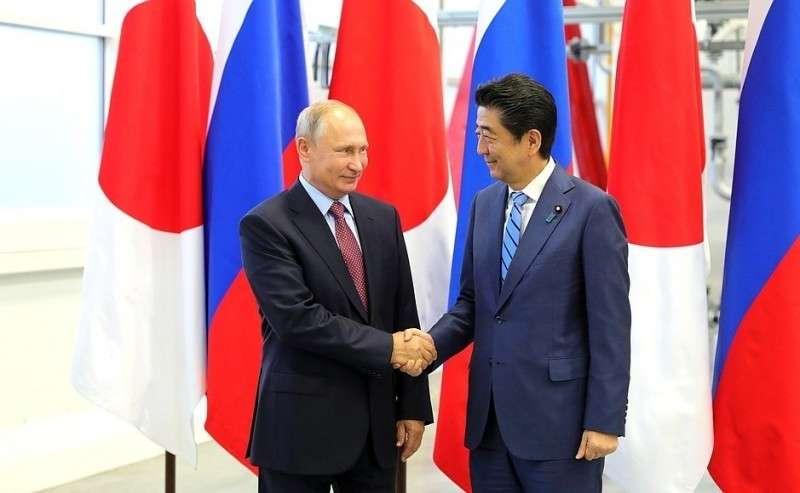 СПремьер-министром Японии Синдзо Абэ.