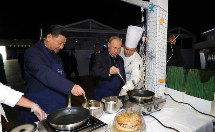 Владимир Путин и Си Цзиньпин посетили выставку «Улица Дальнего Востока»