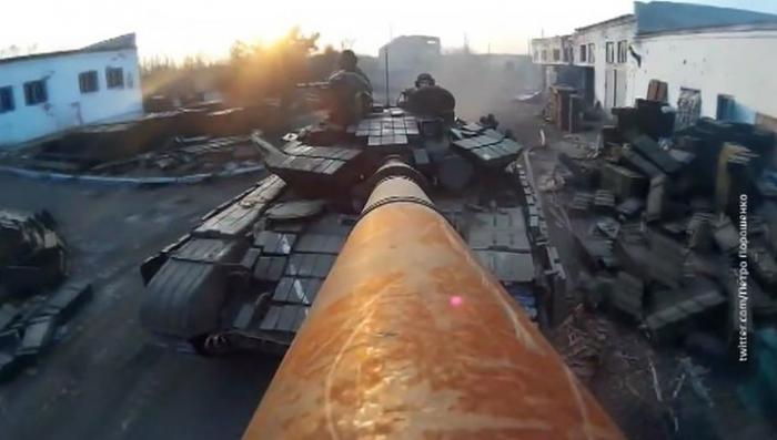Петра Порошенко высмеяли за восторги от ржавого танка